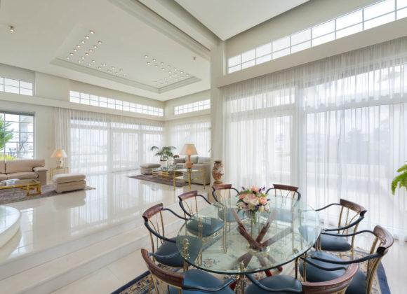 city mansion dining room